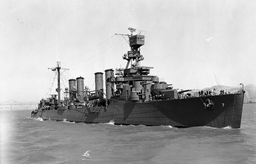 USS_Raleigh_(CL-7)_July_1942